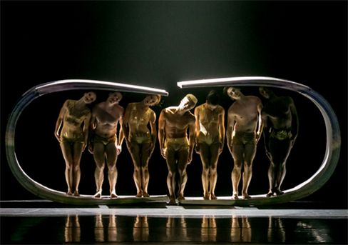 Momix dancers perform