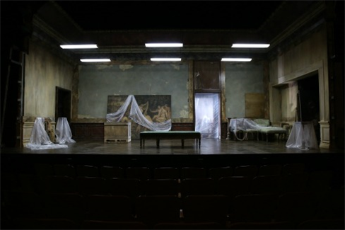 The set as the audience filters in